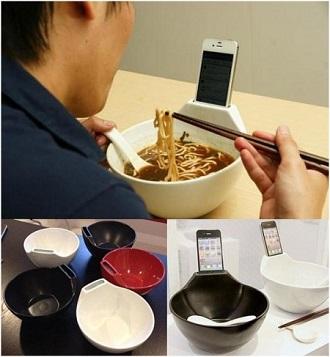 Au restaurant avec son téléphone portable