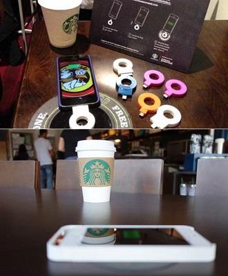 Recharger son téléphone chez Starbucks