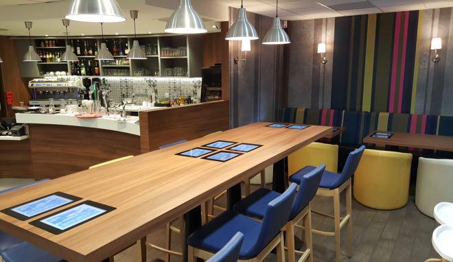 restaurant-agora-tables-tactiles-depuis-un-an