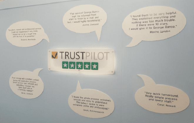 les avis clients affichés au mur